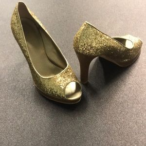 Fioni Peep Toe Gold Pumps Size 7